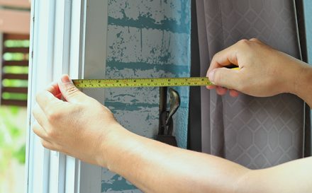 measuring tape to measure curtains
